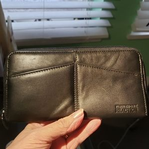 Kenneth Cole Reaction Black leather Wiman's Wallet